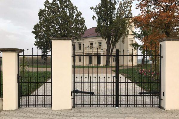Zamek-Jenisovice-2020-1030x686